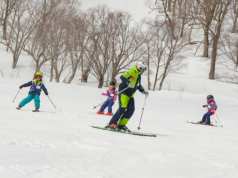 スキー・スノーボードスクールのご案内